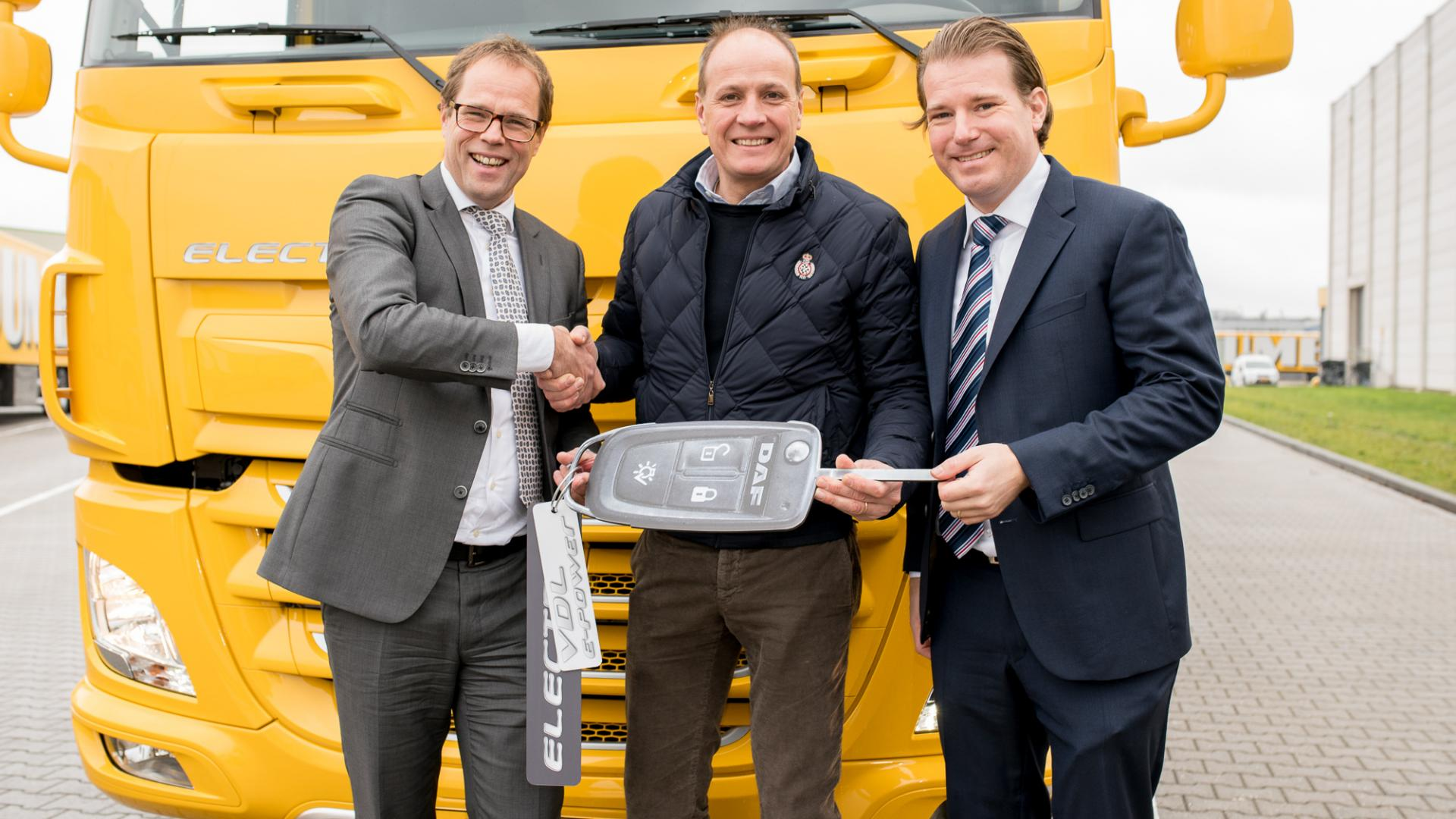 VDL and DAF deliver first electric truck to Jumbo